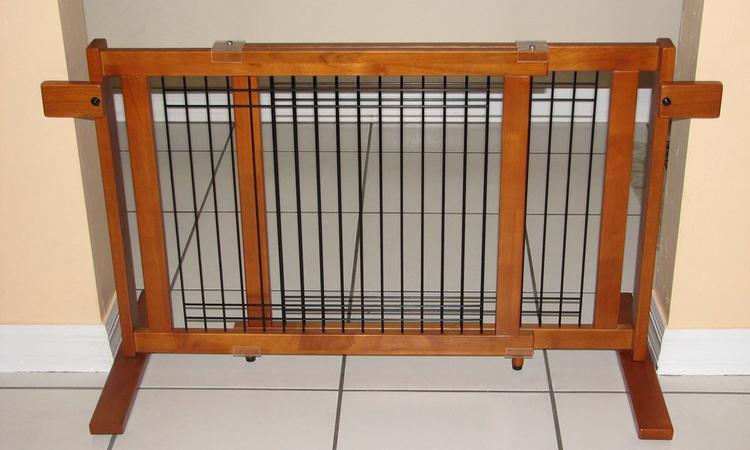 Crown Pet Freestanding Wood/Wire Pet Gate, Rubberwood 21